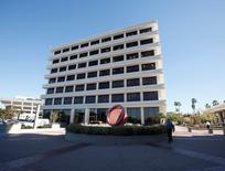 La casa matriz de Pimco en Newport Beach, EEUU, ene 26 2012. El fondo ETF de Pimco Total Return negociado en bolsa registró el viernes egresos por 448 millones de dólares tras la noticia de la renuncia del administrador Bill Gross, pero las salidas de fondos se desaceleraron el lunes a 98 millones de dólares, según un portavoz de Pimco.   REUTERS/Lori Shepler
