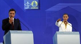Aécio Neves e Marina Silva durante debate na TV em Aparecida do Norte, no dia 16 de setembro.  REUTERS/Paulo Whitaker