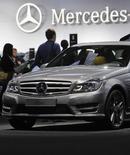 Автомобиль Mercedes-Benz C-класса на автосалоне в Москве 31 августа 2012 года. Немецкий автопроизводитель Daimler повысил цены на свою продукцию в России из-за слабеющего рубля, снизив также прогноз роста глобального авторынка до 3 процентов в 2014 году, сообщил глава компании Дитер Цетше. REUTERS/Maxim Shemetov