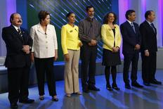 Candidatos à Presidência posam para foto antes de debate no Rio de Janeiro. 02/10/2014.  REUTERS/Ricardo Moraes
