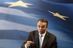 Conférence de presse du secrétaire d'Etat grec aux Finances Christos Staikouras. Après six années de récession, la Grèce prévoit un retour à la croissance en 2014, qui se prolongera l'année suivante, ce qui doit lui permettre de confirmer son retour sur les marchés obligataires. Le gouvernement table sur une croissance du PIB de 0,6% cette année et de 2,9% en 2015. /Photo prise le 6 octobre 2014/REUTERS/Yorgos Karahalis