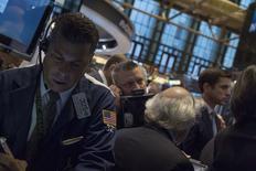 Wall Street a ouvert lundi en hausse avec des investisseurs de plus en plus convaincus de la solidité de la reprise de la première économie du monde. Le Dow Jones gagnait  0,34%, à 17.066,79 points peu après l'ouverture. /Photo prise le 3 octobre 2014/REUTERS/Brendan McDermid