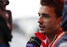 Piloto de Fórmula 1 da equipe Marussia Jules Bianchi durante entrevista a jornalistas no circuito de Suzuki, Japão. 2/10/2014. REUTERS/Yuya Shino