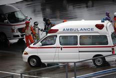 Ambulância que transportou Bianchi após acidente em Suzuka no domingo.  REUTERS/Yuya Shino