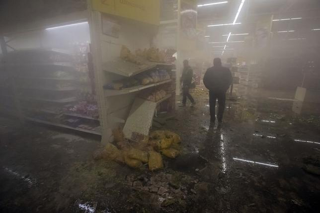 People walk inside Amstor shopping centre after it was shelled in Donetsk, eastern Ukraine, October 8, 2014.  REUTERS/Shamil Zhumatov