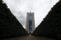 Вид на штаб-квартиру Газпрома в Москве 27 июня 2014 года. Газпром планирует инвестировать до $1 миллиарда в газовую отрасль Аргентины, сообщила министр промышленности южноамериканской страны Дебора Джорджи. REUTERS/Sergei Karpukhin