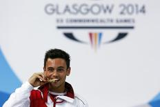 Tom Daley of England poses with his gold medal after winning the men's 10m Platform final at the 2014 Commonwealth Games in Edinburgh, Scotland, August 2, 2014. REUTERS/Stefan Wermuth