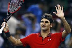 Federer comemora vitória sobre Benneteau em Xangai nesta sexta-feira.  REUTERS/Aly Song