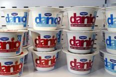 Йогурты Danio от Danone на презентации годовых результатов компании в Париже 20 февраля 2014 года. Рост продаж Danone в третьем квартале превысил прогнозы благодаря росту продаж детского питания в Азии. REUTERS/Benoit Tessier