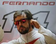 O piloto de Fórmula 1 da Ferrari, o espanhol Fernando Alonso, durante os treinos do Grande Prêmio da Rússia, em Sochi, na sexta-feira passada. 10/10/2014 REUTERS/Maxim Shemetov