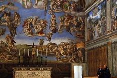 Seguranças fazem a guarda da Capela Sistina, no Vaticano, em março do ano passado. 09/03/2013 REUTERS/Stefano Rellandini