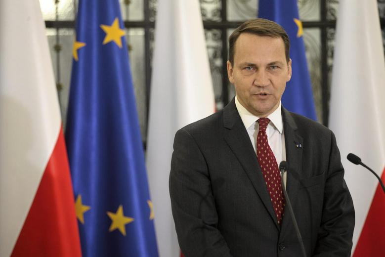 Former Polish foreign minister Radoslaw Sikorski speaks at the lower house of the Polish parliament in Warsaw, September 24, 2014. REUTERS/Slawomir Kaminski/Agencja Gazeta