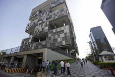 """La casa matriz de Petrobras en Río de Janeiro, abr 11 2014. La agencia calificadora Moody's rebajó el martes la nota crediticia de la deuda en moneda local y extranjera de Petrobras a """"BAA2"""" y mantuvo el panorama negativo.   REUTERS/Ricardo Moraes"""