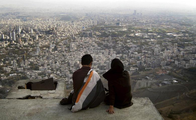 An Iranian couple sit overlooking the city of Tehran, in this October 19, 2006 file photo.     REUTERS/Morteza Nikoubazl/Files