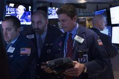Traders work on the floor of the New York Stock Exchange October 20, 2014.  REUTERS/Brendan McDermid