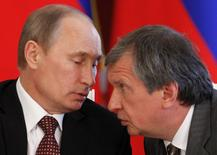 Russian President Vladimir Putin (L) talks to Rosneft President and Chairman of the Management Board Igor Sechin during a signing ceremony, attended by Venezuelan President Nicolas Maduro (not pictured), at the Kremlin in Moscow, July 2, 2013. REUTERS/Maxim Shemetov (RUSSIA - Tags: POLITICS ENERGY BUSINESS)