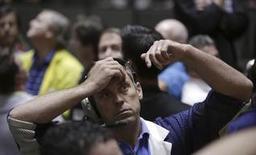 Un operador en la bolsa de futuros del mercado de Chicago, sep 13 2012. Los futuros de la soja en Estados Unidos cayeron el viernes un 1,5 por ciento ante una toma de ganancias luego de que los precios alcanzaron los 10 dólares el bushel por primera vez en seis semanas. REUTERS/John Gress