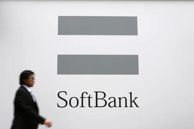 10月28日、ソフトバンクはインドのインターネット通販大手スナップディールに6.27億ドル出資すると正式発表した。ソフトバンクのロゴマーク。昨年6月撮影(2014年 ロイター/Toru Hanai)