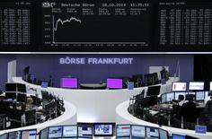 Les Bourses européennes restent bien orientées à mi-séance mardi, soutenues par la publication de résultats meilleurs que prévu par plusieurs poids lourds de la cote comme Novartis et UBS. Vers 12h20, le CAC 40 progresse de 0,39% à Paris, le Dax avance de 1,4% à Francfort et le FTSE gagne 0,41% à Londres. /Photo prise le 28 octobre 2014/REUTERS/Remote