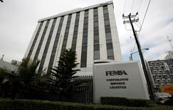 Una vista de las oficinas de FEMSA en Monterrey. Imagen de archivo, 11 enero, 2010. La embotelladora y minorista mexicana FEMSA dijo el martes que su ganancia neta subió un 7.3 por ciento interanual en el tercer trimestre, gracias a mayores ventas, eficiencias y una menor tasa de impuestos. REUTERS/Tomas Bravo