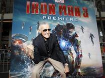 Stan Lee, criador de super-heróis Marvel, posa no lançamento de filme do Homem de Ferro. 24/04/2014 REUTERS/Mario Anzuoni