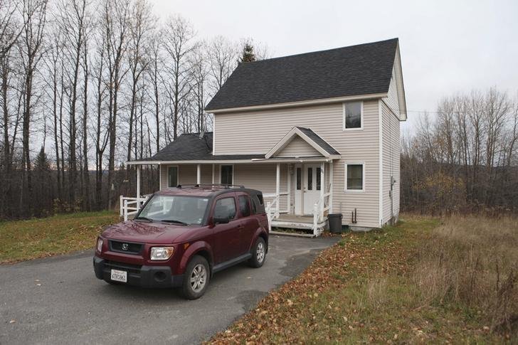 The home of Theodore Wilbur, boyfriend of Kaci Hickox, the nurse who was released from New Jersey's mandatory quarantine for certain travelers from Ebola-stricken West Africa, is seen in Fort Kent, Maine, October 28, 2014. REUTERS/Joel Page