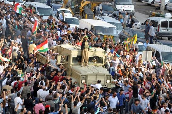 A convoy of peshmerga vehicles is escorted by Turkish Kurds on their way to the Turkish-Syrian border, in Kiziltepe near the southeastern city of Mardin October 29, 2014. REUTERS-Stringer