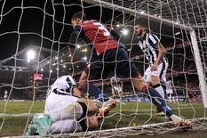 Antonini comemora gol do Genoa contra a Juventus nesta quarta-feira.  REUTERS/Giorgio Perottino
