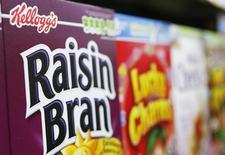 Imagen de archivo de cajas de cereal Kellogg's en un supermercado en Nueva York. 29 abril, 2008. Kellogg Co, el mayor fabricante mundial de cereales para el desayuno, reportó una caída de 2,1 por ciento en las ventas netas trimestrales, debido a un descenso de la demanda de sus Corn Flakes y Special K en Estados Unidos, su mayor mercado. REUTERS/Lucas Jackson/Files