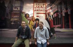 """Diretores da animação """"Operação Big Hero 6"""" Don Hall e Chris Williams em Burbank, na Califórnia. 29/09/2014 REUTERS/Mario Anzuoni"""