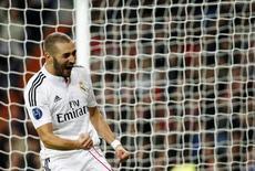 Benzema comemora gol marcado contra o Liverpool pela Liga dos Campeões em Madri. 04/11/2014 REUTERS/Susana Vera