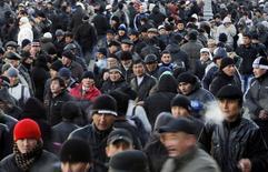Мигранты-мусульмане во время праздника Курбан-байрам в Москве 6 ноября 2011 года. Экономический рост стран Кавказа и Центральной Азии в 2014-2015 годах будет сдерживаться замедлением российской экономики, буксующей на фоне украинского кризиса и западных санкций, считает МВФ. REUTERS/Denis Sinyakov