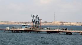 Imagen general del puerto petrolero Hariga, en Tobruk, Libia. 28 de junio, 2014.  Guardias de seguridad del Estado libio iniciaron una protesta en el puerto oriental de Hariga, con capacidad para exportar 120.000 barriles de petróleo por día (bpd), con lo que interrumpieron las exportaciones de crudo, dijo el sábado un funcionario petrolero libio. REUTERS/Stringer