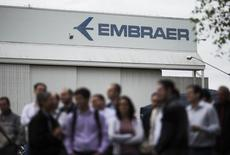 Employees of Embraer's main aircraft factory hold an assembly outside their workplace where they discussed the strike they declared a day earlier and their demands for pay increases, in Sao Jose dos Campos October 22, 2014. REUTERS/Roosevelt Cassio