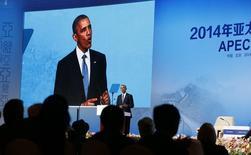 El presidente de EEUU, Barack Obama, habla en el foro de la APEC en Beijing, 10 noviembre, 2014. El presidente de Estados Unidos, Barack Obama, dijo el lunes que ve un mayor impulso para alcanzar un acuerdo de libre comercio respaldado por Washington en la región del Asia-Pacífico, después de llegar a Pekín en la primera etapa de una gira de ocho días en Asia. Reuters  REUTERS/Kevin Lamarque  (CHINA - Tags: POLITICS BUSINESS)