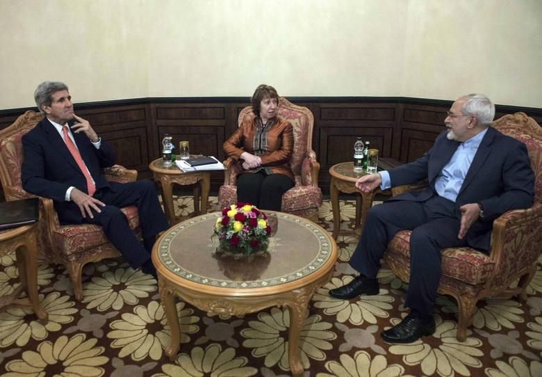 U.S. Secretary of State John Kerry (L), EU envoy Catherine Ashton (C) and Iranian Foreign Minister Mohammad Javad Zarif meet in Muscat November 10, 2014.  REUTERS/Nicholas Kamm/Pool