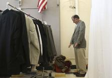 A military veteran checks the sizing of a suit jacket in San Francisco, California November 10, 2014. Homeless and low-income veterans received a complete suit and tips on how to look for job and housing interviews, a day before Veteran's Day. REUTERS/Robert Galbraith