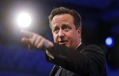 Дэвид Кэмерон во время выступления на ежегодной конференции Конфедерации британской промышленности (CBI) в Лондоне 10 ноября 2014 года. Британский премьер Дэвид Кэмерон в понедельник сказал, что Великобритания не хочет новой холодной войны с Россией, однако дал понять, что поддержит более жесткие санкции против Москвы, если она продолжит дестабилизировать ситуацию на Украине. REUTERS/Suzanne Plunkett