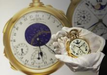 "Relógio de bolso ""The Henry Graves Supercomplication"", que foi leiloado por 24 milhões de dólares. Foto de 5 de novembro de 2014.    REUTERS/Denis Balibouse"