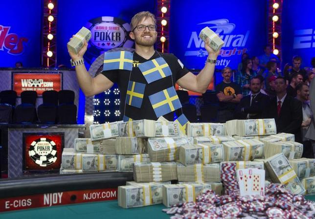 11月11日、米ラスベガスで、ポーカー世界選手権の決勝戦が行われ、スウェーデン出身のマーティン・ヤコブソンさん(写真)が優勝した。提供写真(2014年 ロイター)