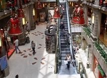 Un centro comercial en Buenos Aires, dic 15 2008. Los precios minoristas de Argentina habrían subido un 1,4 por ciento en octubre encabezados principalmente por las alzas en el sector de servicios y alimentos, según el promedio de un sondeo de Reuters.  REUTERS/Enrique Marcarian