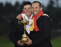 Team Europe golfers Rory McIlroy (L) and Sergio Garcia pose for a photograph with the Ryder Cup after the closing ceremony of the 40th Ryder Cup at Gleneagles in Scotland September 28, 2014.   REUTERS/Toby Melville