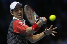 Kei Nishikori, do Japão, durante jogo contra David Ferrer, da Espanha, no ATP World Tour Finals, na O2 Arena, em Londres, Inglaterra, nesta quinta-feira. 13/11/2014 REUTERS/Stefan Wermuth