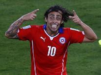 Jorge Valdivia comemora gol marcado pela seleção do Chile contra a Austrália na Copa do Mundo. 13/06/2014 REUTERS/Amr Abdallah Dalsh