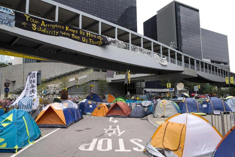 Tents are seen in an occupied area, outside the government headquarters in Hong Kong November 13, 2014.   REUTERS/Tyrone Siu