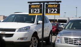 Le titre Hertz Global Holdings perdait vendredi plus de 13% à Wall Street après l'annonce par le loueur de voitures d'une révision à la baisse de ses résultats 2012 et 2013 en raison d'erreurs comptables. /Photo d'archives/REUTERS/Rebecca Cook