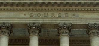 La Bourse de Paris a fini en hausse vendredi soutenue par l'annonce d'une croissance supérieure aux attentes au troisième trimestre en zone euro, la France ayant notamment fait mieux que prévu. Le CAC 40 a clôturé en hausse de 0,35% à 4.202,46 points, permettant à l'indice phare de la place parisienne de gagner 0,3% sur la semaine. /Photo d'archives/REUTERS