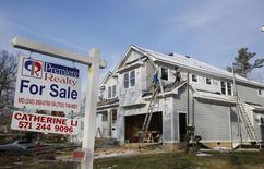 Le moral des promoteurs immobiliers s'est amélioré en novembre aux Etats-Unis après avoir touché le mois précédent un plus bas depuis février, à la faveur d'une embellie des conditions du marché, selon l'enquête mensuelle de la fédération NAHB. /Photo prise le 27 mars 2014/REUTERS/Larry Downing