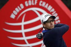 Adam Scott of Australia tees off on the third hole during the third round of the WGC-HSBC Champions golf tournament in Shanghai November 8, 2014. REUTERS/Aly Song