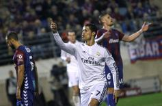 Real Madrid's Cristiano Ronaldo celebrates a goal during their Spanish first division soccer match against Eibar at Ipurua stadium in Eibar November 22, 2014. REUTERS/Joseba Etxaburu